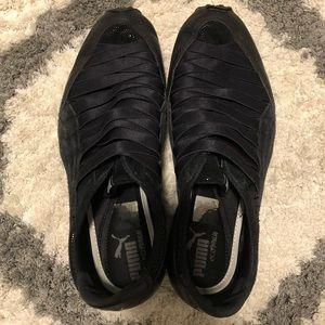 Black puma shoes - no lace/tie